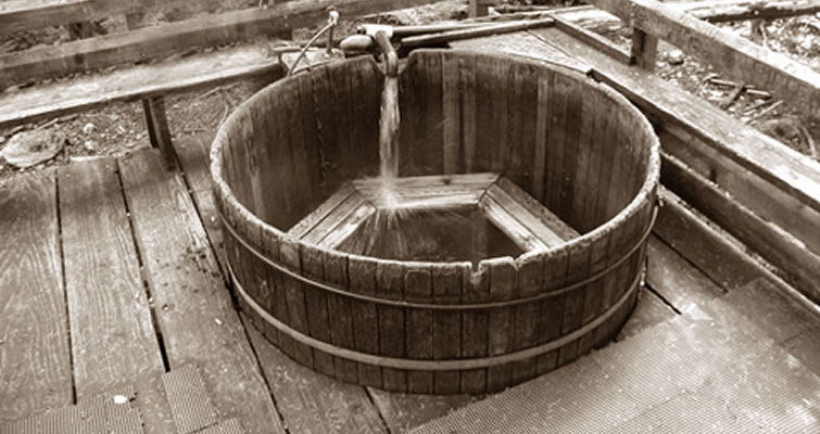 Frühere Whirlpool aus Holz - die ersten Whirlpools der Geschichte
